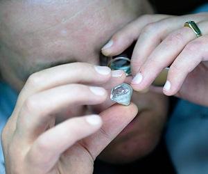 Драгоценные бриллианты потеряли свою цену